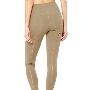 ALO YOGA HIGH WASTED DASH LEGGINGS IN XS